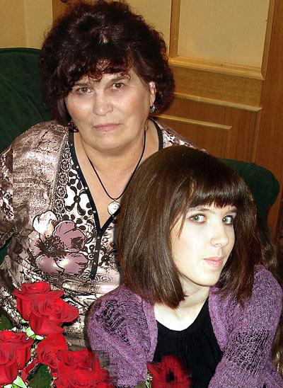 Со мною бабушка моя!